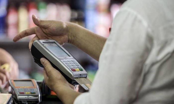 Banco Central limita tarifa nas transações via cartão de débito; Medida vale a partir de hoje